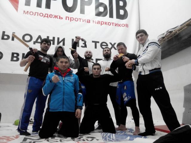 Справа налево ведущие бойцы клуба - Шамиль Мусаев, Руслан Фомин и Магомед Исмаилов, как всегда на позитиве)))