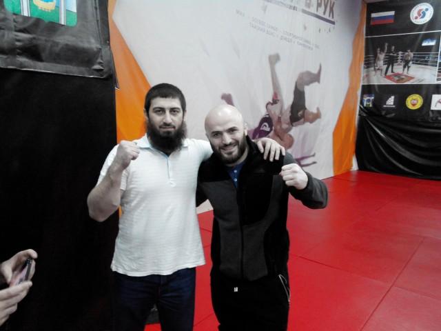 Памятная фотография с чемпионом мира и РФ по боевому самбо, чемпионом РФ и Европы по ММА Магомедом Исмаиловым!
